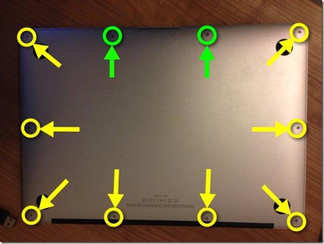 Rückansicht des MacBook Air mit gekennzeichneten Schrauben