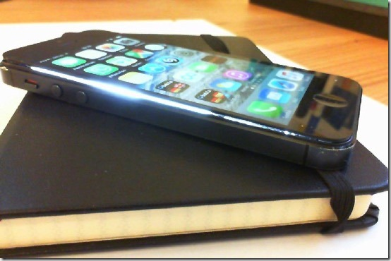 Foto vom iPhone 5 mit angehobenen Display