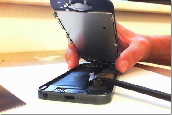 Foto Lösen des Batterieanschluss