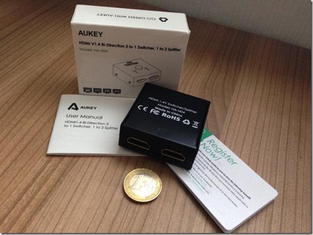 Bild zum Lieferumfang und Größenverhältnis des HDMI Splitter