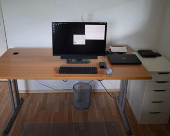 Foto eines ordentlichen, sauberen Schreibtisch
