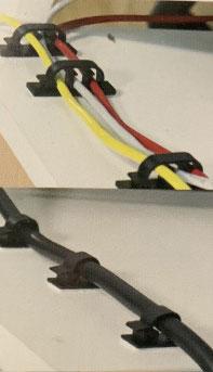 Foto Kabelsystem zur ordentlichen Verlegung von Kabeln auf dem Schreibtisch