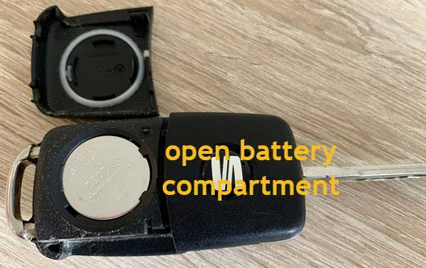 photo of seat key with open battery compartment